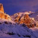 Dağın tepeleri ve Karlar