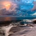 Kıyıya vuran Deniz dalgaları