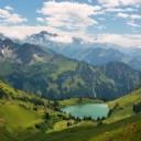 Göl ve Muhteşem Dağlar
