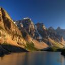 Göl ve Müthiş Dağ Manzarası