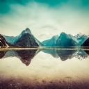 Kayalık Ve Göl Manzarası