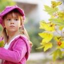 Pembe Şapkalı Çocuk