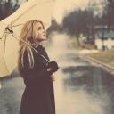 Şemsiyeli Kız