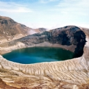Yanardağ krateri gölün içinde