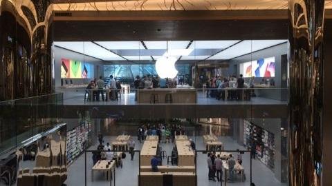 Apple Store Zorlu Center'den ilk mağaza görüntüleri