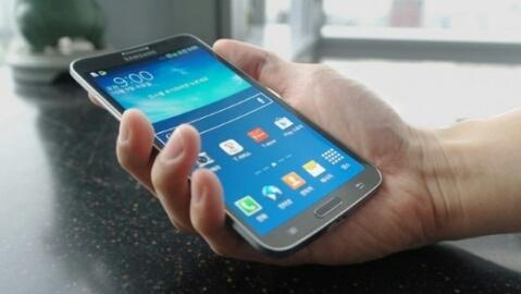 Esnek ekranlı Samsung Galaxy Round resmen tanıtıldı