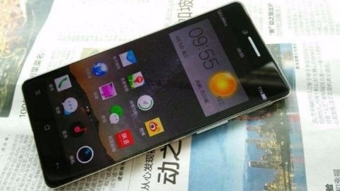 Çerçevesiz ekrana sahip Oppo R7'den yeni görüntüler