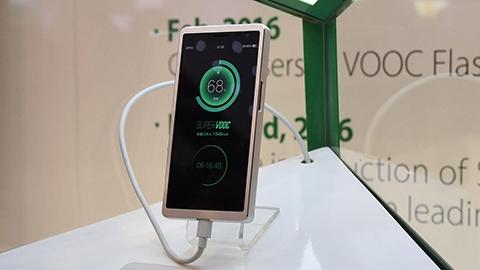 Oppo'dan bir telefonu 15 dakikada tamamen şarj eden teknoloji