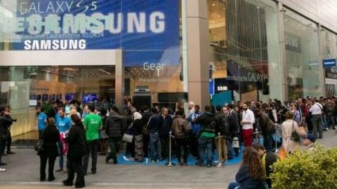 Galaxy S5, Gear 2 ve Gear Fit Türkiye dahil 125 ülkede satışa çıktı