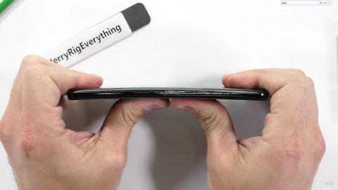 Video: Galaxy S9'un dayanıklılık testi