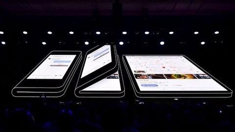Samsung'un katlanabilir telefonu fiyatıyla el yakacak