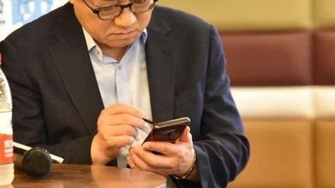 Samsung CEO'su Galaxy Note 9'u kullanırken görüntülendi