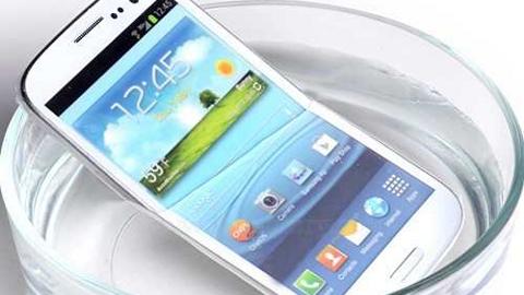 Su geçirmeyen Samsung Galaxy S4 geliyor